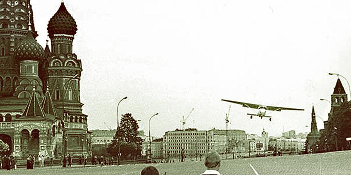 Полет Матиаса Руста над Москвой