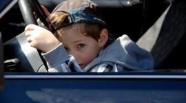 Мальчик угнал машину