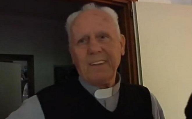 священник дон Джино Флайм