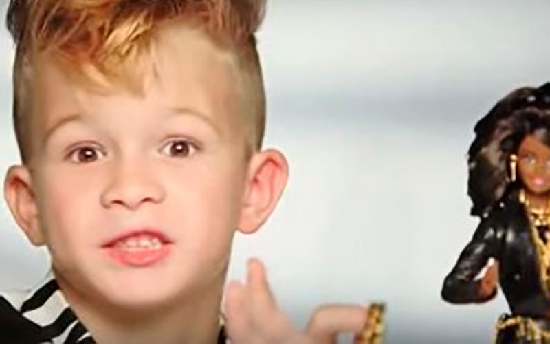 Мальчик снялся в рекламе кукол.