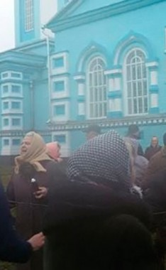 В Ровенской области четвертые сутки длится осада Свято-Успенской церкви