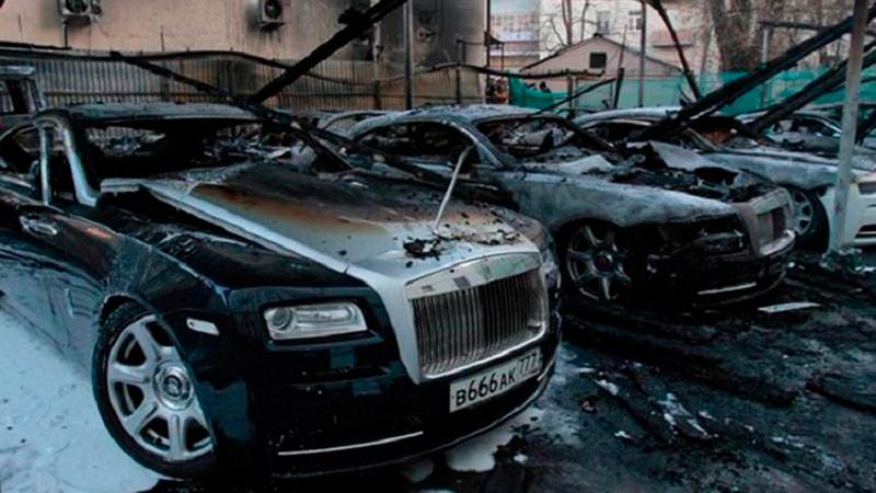 в Москве на платной стоянке сгорело девять автомобилей