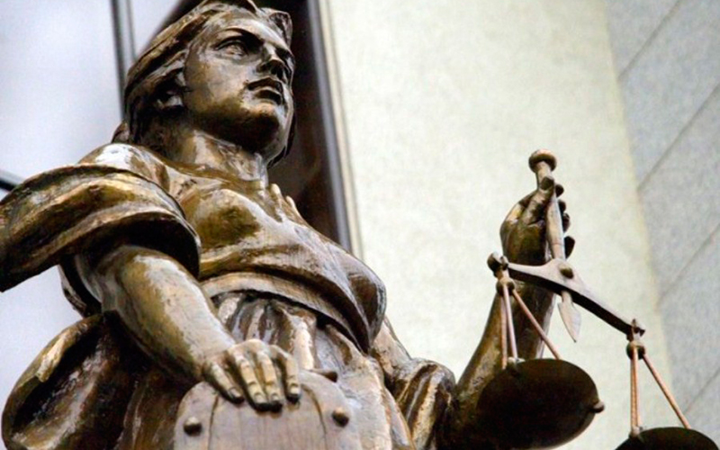 Приговор от матери: женщина сама привела сына-грабителя в полицию
