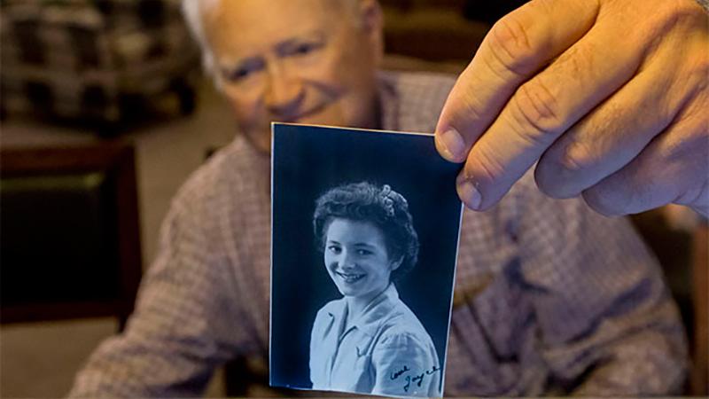 Сквозь расстояние и время: ветеран войны впервые видит любовь своей юности после 70-летней разлуки
