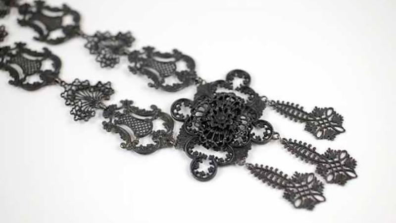 Уральцы создали уникальную коллекцию чугунной бижутерии