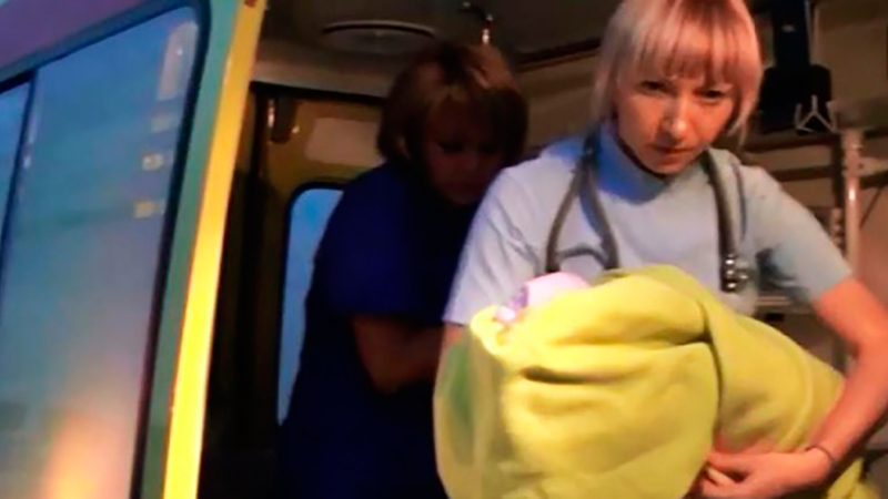 Женщина с младенцем на руках выпрыгнула с седьмого этажа
