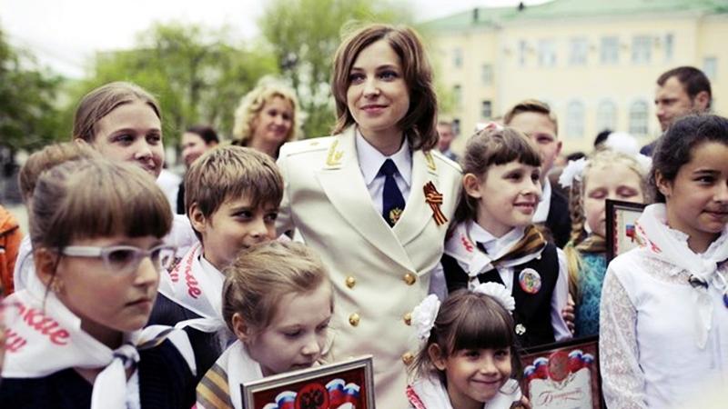 poklonskaya-snyalas-v-klipe-na-pesnyu-iz-filma-oficery_1