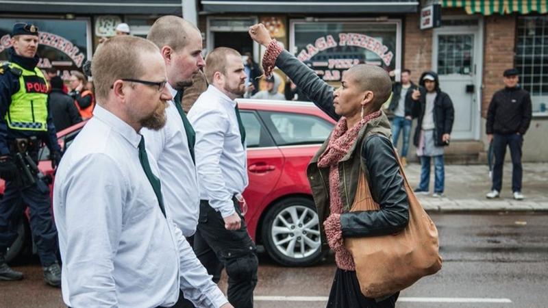 Сенсационная новость из Швеции: одна хрупкая девушка атаковала 300 крепких парней. Кто кого?